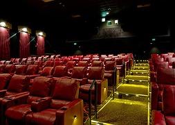 Найбільша мережа кінотеатрів сумнівається у відновленні роботи