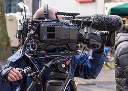 З 11 травня в Україні послаблять карантин і дозволять знімати відео та кіно